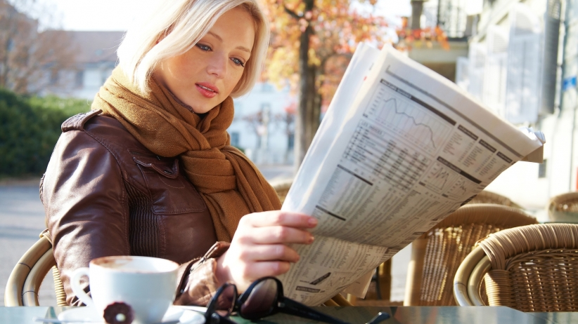 ۲۰۱۵۰۷۱۶۱۶۴۶۰۸-woman-reading-newspaper-article-press