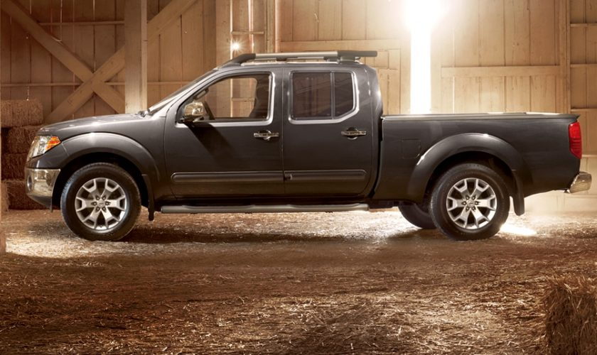 ۲۰۱۷-nissan-frontier-side-view
